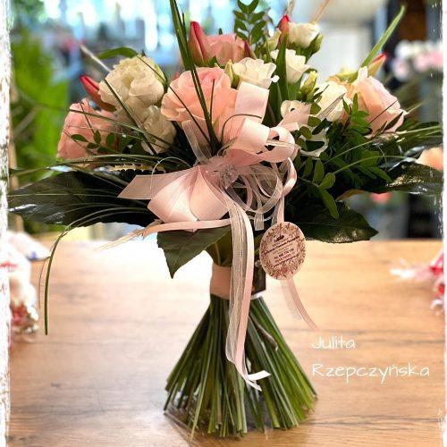 bukiet mieszanych kwiatów11