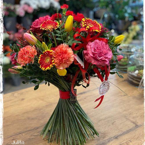 bukiet mieszanych kwiatów13