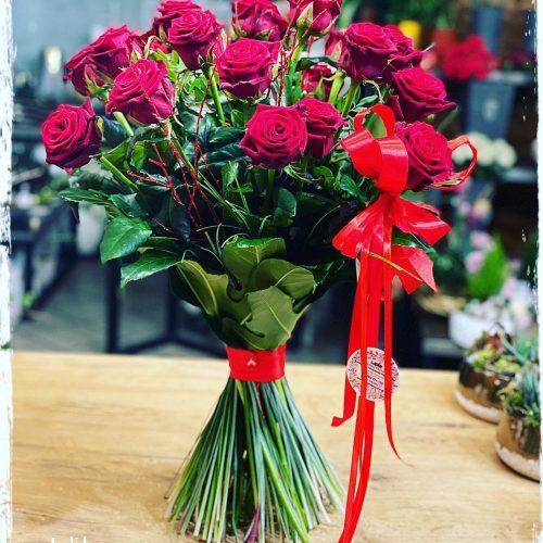 klasyczny bukiet czerwonych róż4