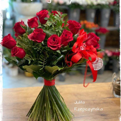 klasyczny bukiet czerwonych róż6