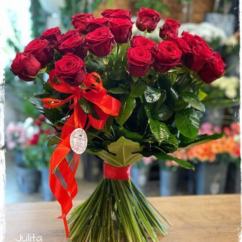 klasyczny bukiet czerwonych róż8